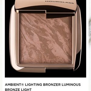 Hourglass ambient bronzer in diffused bronze light