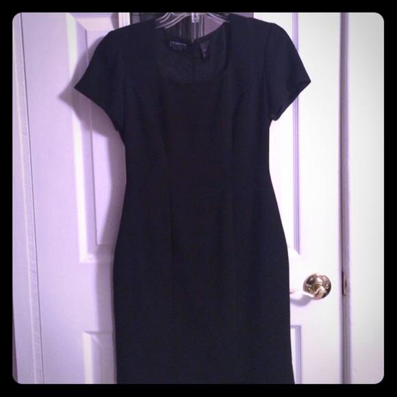 Classic Shortsleeve Black Dress