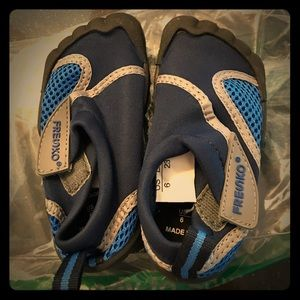 BNWT water shoes for baby boy size 6