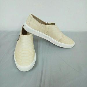 NWOT Jaclyn Smith Cream Croc Embossed Loafers Sz 8