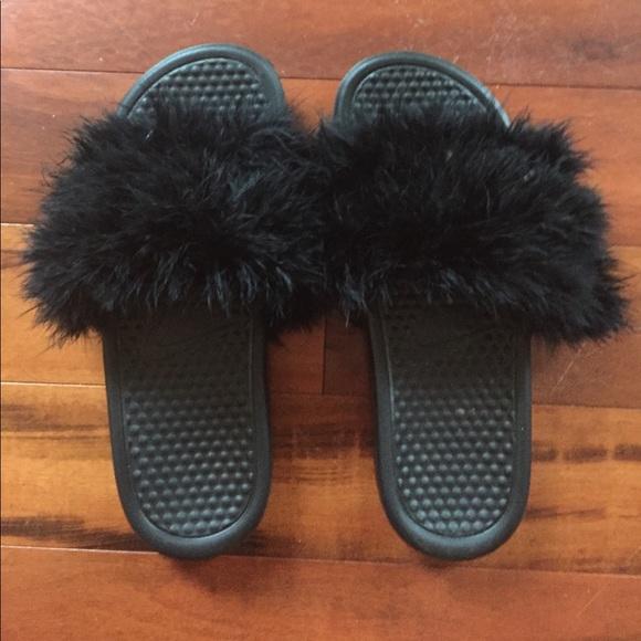 meet 86def 6f1cb Nike feather slides