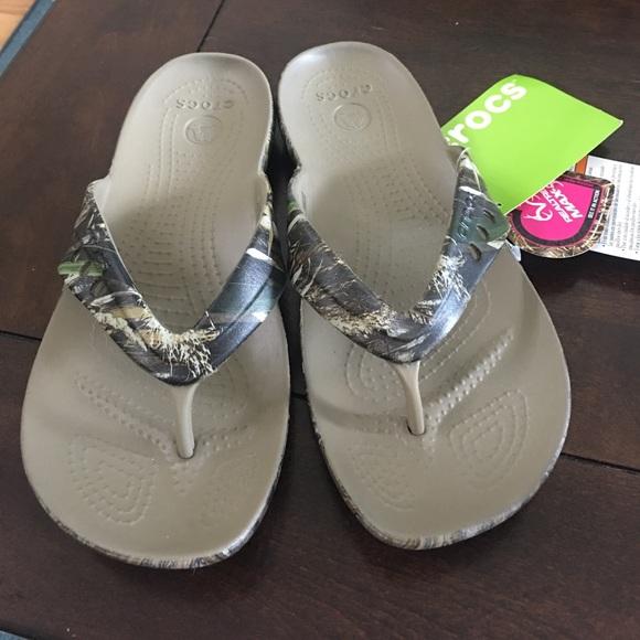 30fa733fe28 NWT realtree camo croc sandals