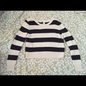 🌴Black and white striped H&M cropped crop sweater