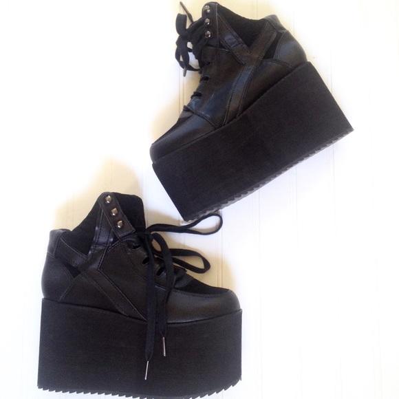 d10197c416 Y.R.U. Qozmo ski hi black platform sneakers. M_5966720e4e95a3e79f038b4f