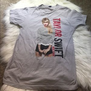 taylor swift red tour shirt size XS