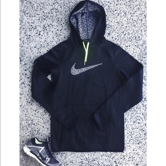 3730baf3297a Women s Nike Therma Training Hoodie. M 596677bc3c6f9f167f015936
