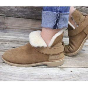 609651b4fe8 UGG McKay Chestnut Sheepskin Ankle Boots NEW 🌈 NWT