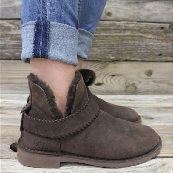 e0fdde6c915 UGG McKay Chocolate Sheepskin Ankle Boots NEW 🌵🔥