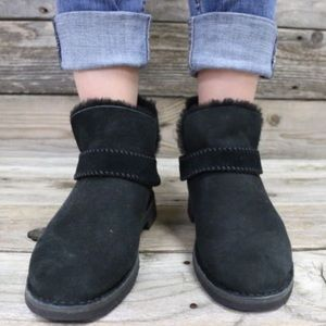 13848f76a84 UGG McKay Black Sheepskin Ankle Boots NEW 🌈💀 NWT