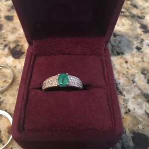 Jewelry - Emerald ring.
