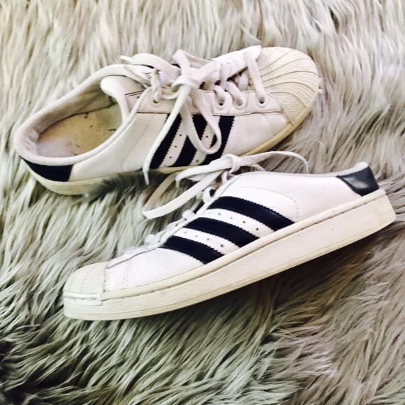le adidas scollato scarpe 9 bianco shell la scivolare su poshmark
