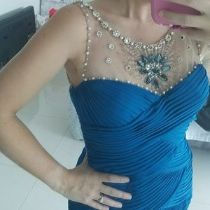 Adriana papell dress 4 gorgeous figure flattering