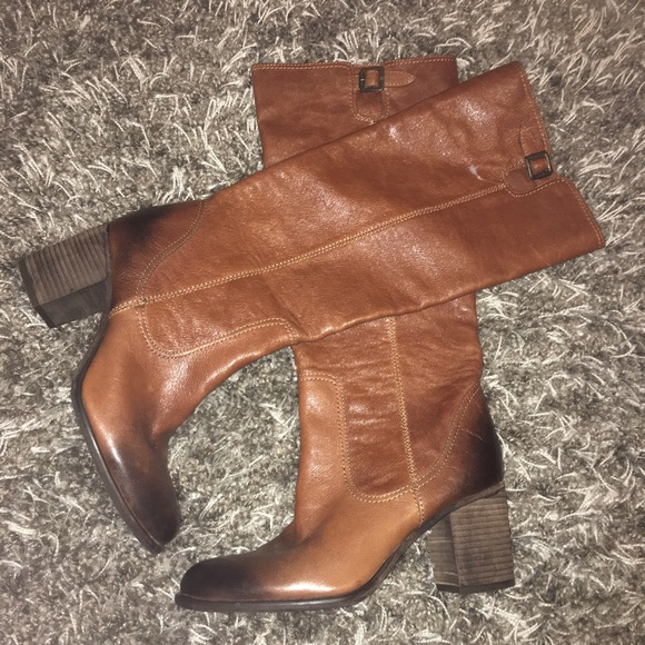 a793ae333c9 NWOT Vince Camuto Distressed Brown Leather Boots. M 5966a6ec56b2d6ba7600647e