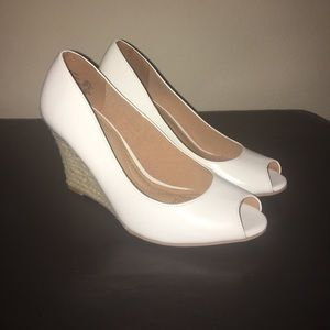 White Dexflex Comfort Wedges
