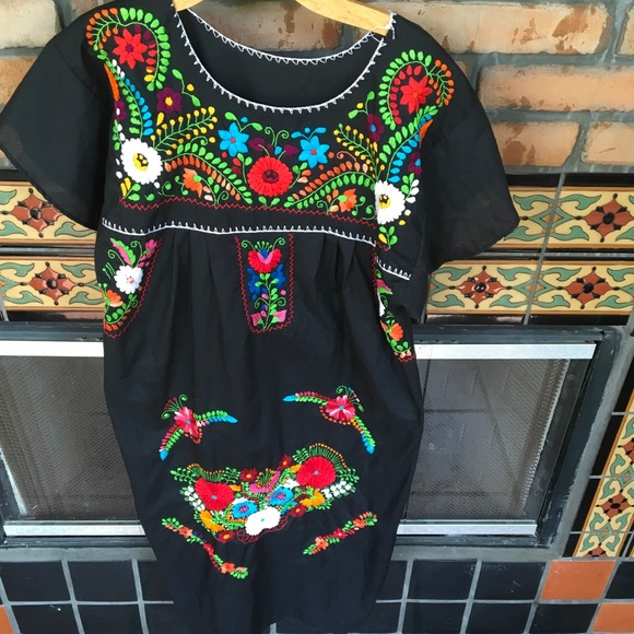 Dresses & Skirts - FLASH SALE 🔥SWEET MEXICAN EMBROIDERED DRESS
