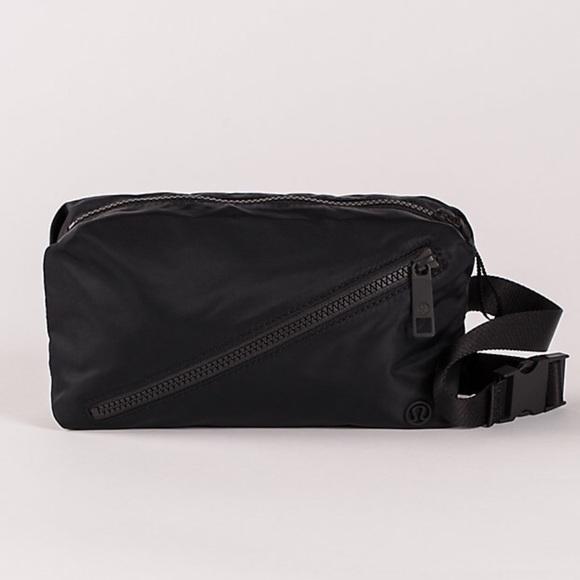 353770f3be8c Lululemon Fast Track Belt Bag NWT Black