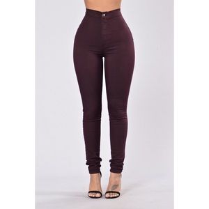 High waisted jeans in Plum