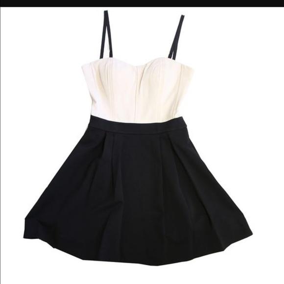 🎈Diane von F. Avedon Cream and Black Silk Dress