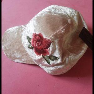 Accessories - Crush velvet rose Embroidered cap pink