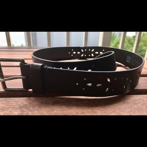 Gap black leather belt
