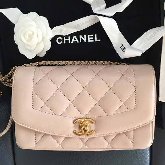 e2edd8b147 💥Authentic Chanel flap bag light pink 💥
