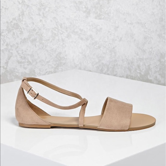 1eb08fb17f58 NWT forever 21 faux suede crisscross sandals