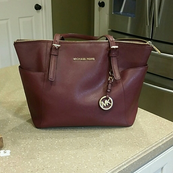 f2e7e235f504 Authentic Michael Kors purse bought from Macys. M_5967c5dc13302a5b2c01515c
