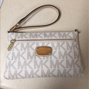 Michael Kors wristlet and tote bag