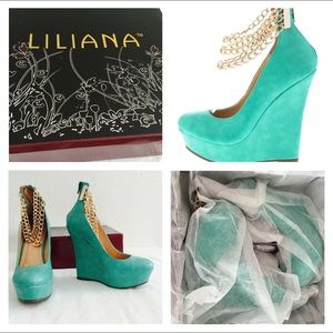 Shoes - NIB size 7.5 mint chain wedges