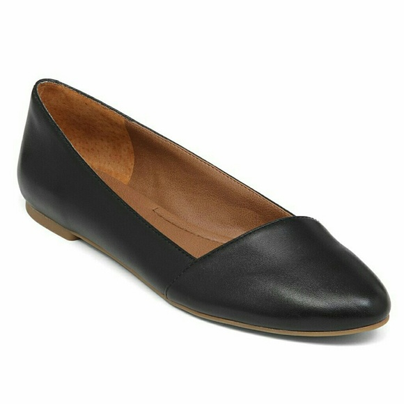 Lucky Brand ballet flats are the most versatile shoes in any woman's shoe collection. They can be paired with anything from jeans to maxi dresses, giving them a chameleon-like quality.