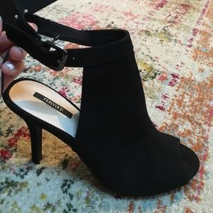 NWT Peep-toe heeled mules (black)