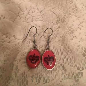 Jewelry - Pink crown earrings