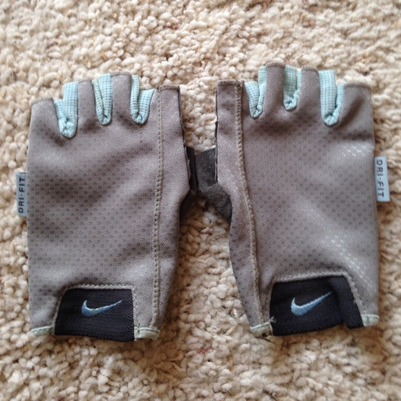 Workout Gloves Womens Nike: NIKE DRI FIT WOMEN'S WORKOUT