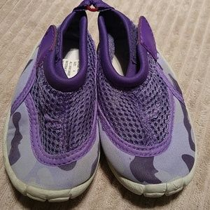 Purple camo Toddler water shoes size 4