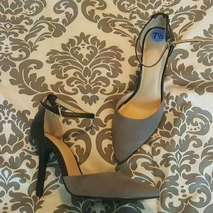 BCBG 7.5 high heels