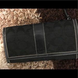 Authentic EUC coach wallet in black🖤☑️✔️❤️💯