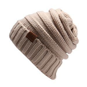 Accessories - beige knitted hat