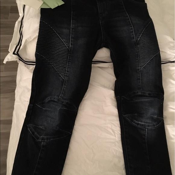 20% off Pierre Balmain Denim - Pierre Balmain size 25 motto skinny jeans. from Susanne's closet ...