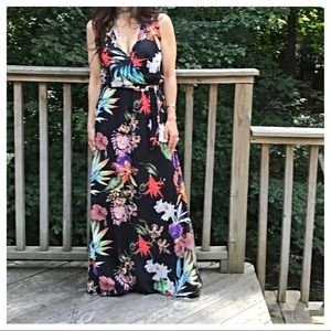 Dresses & Skirts - 🆕 Italy gorgeous floral dress