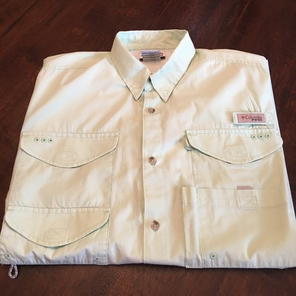 Columbia Columbia Size Large Short Sleeve Button Down