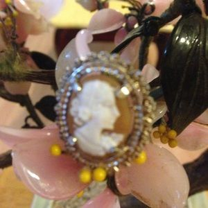 Vintage 925 shell engraved cameo brooch