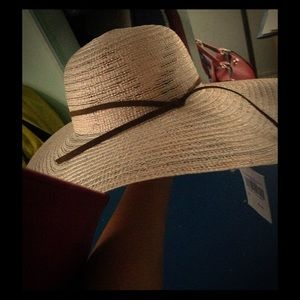 Accessories - Gorgeous muted pink Floppy straw hat