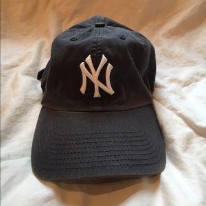 Accessories - Women's vintage yankee baseball cap