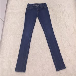 HOT ITEM🎯UO BDG dark wash skinny jeans