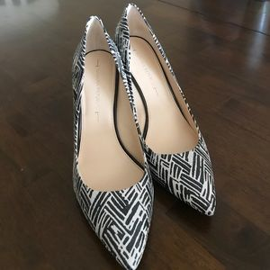Black and white stripe closed toed pointed heels 8