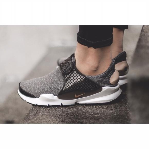 super popular 448a0 66f86 Women s Nike Sock Dart SE Low Running Sneakers