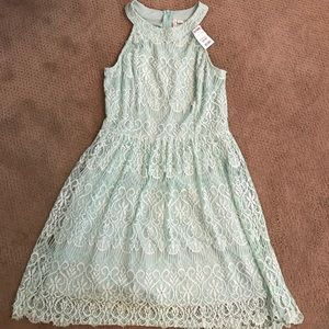 Dresses & Skirts - BNWT beautiful Mint Green dress - M!