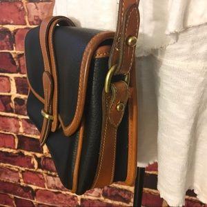 Dooney & Bourke Bags - 👜Vintage Dooney & Bourke All-Weather bag👜