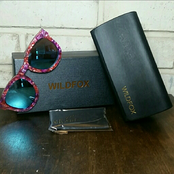 890fef60869 Wildfox Classic Fox Sunglasses Pink Wild flower