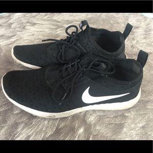 Nike Women's Juvenate Sneaker